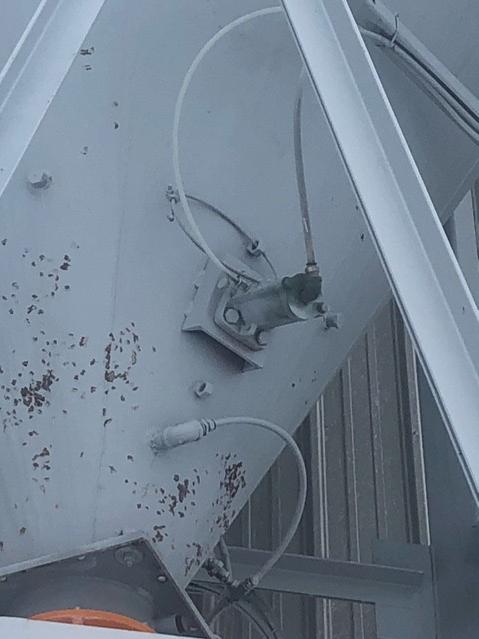 hammer rash on hopper bin using industrial vibrator